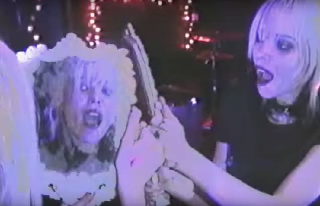 Alice Glass should star in a reboot of The Crow. https://t.co/c0FgSA5Typ https://t.co/dC6MXg7mS9