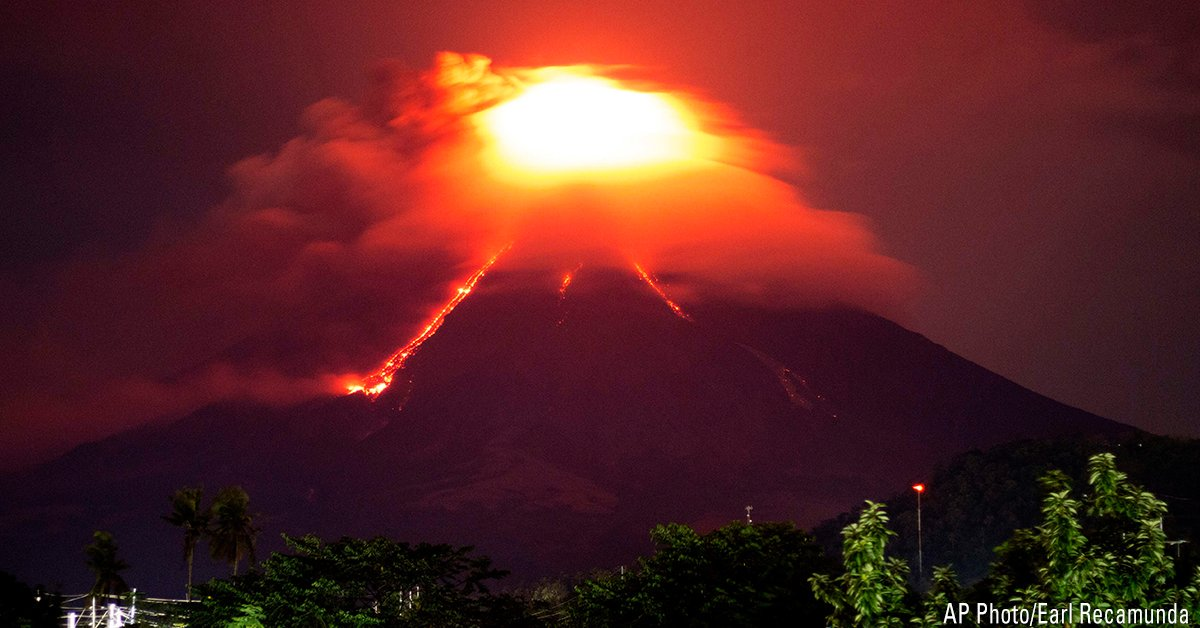 Thousands displaced as Philippine volcano erupts and lava flows