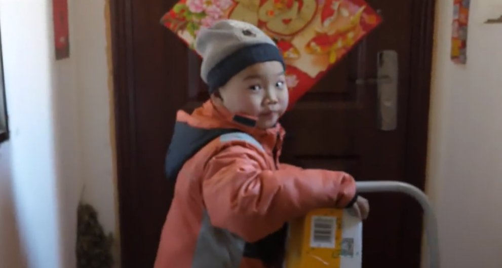 7-year-old delivery boy reignites child poverty debate in China