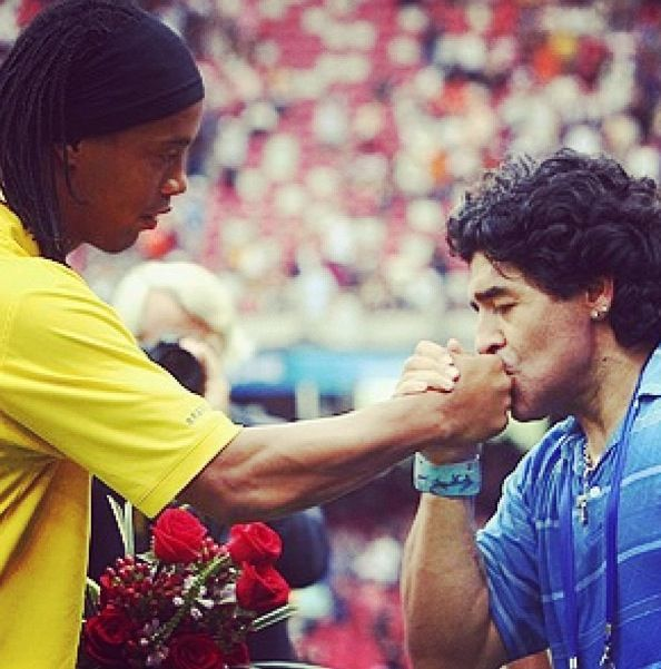 How great was #Ronaldinho? Ask Maradona... #KissTheRing https://t.co/D7pFkeIss2