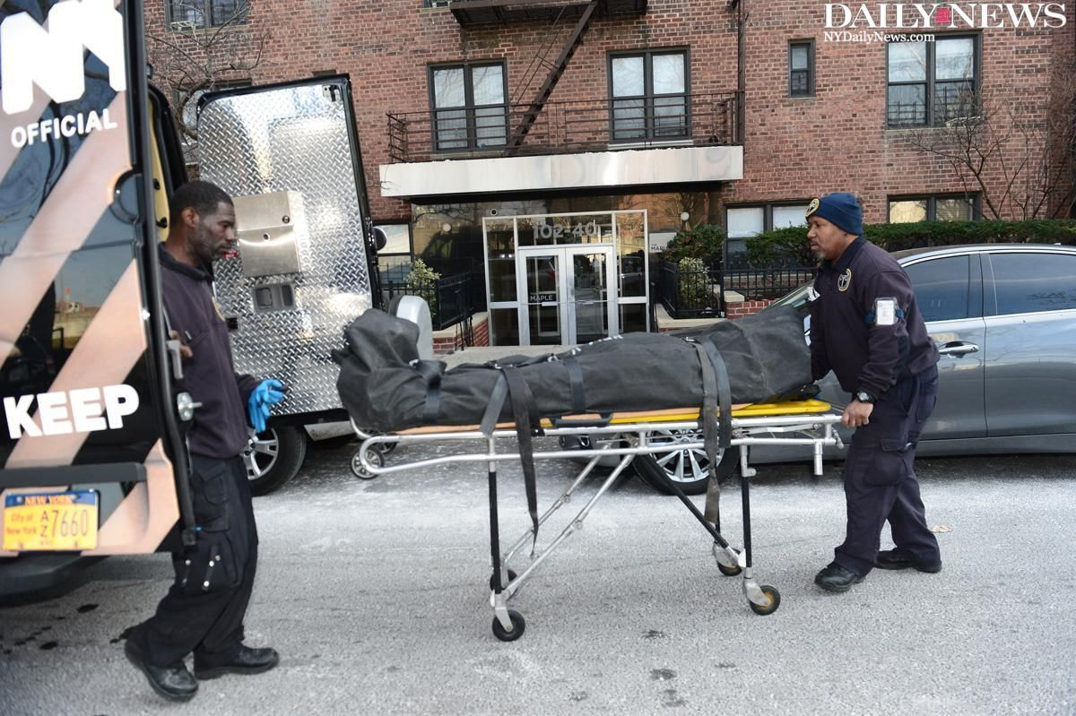 A 93-year-old woman and her 66-year-old son were found dead in their Queens apartment https://t.co/8PaEpnkjcL https://t.co/uIYgSZUzno