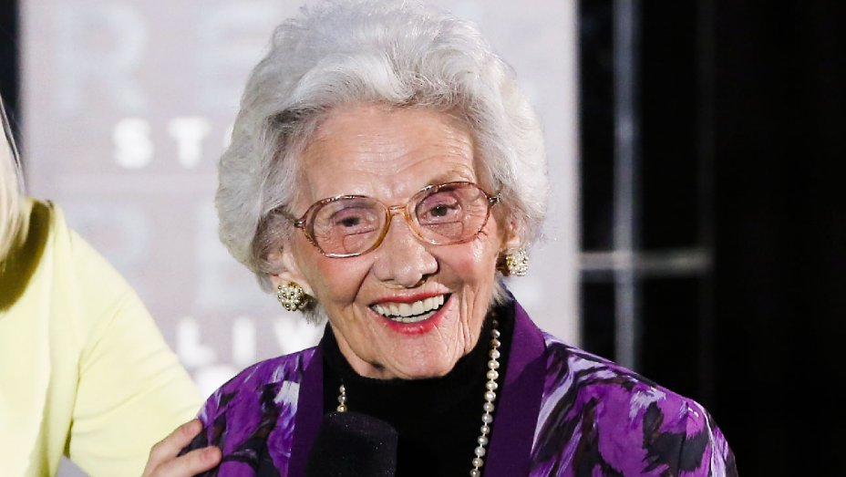 Connie Sawyer, late-blooming comic actress, dies at 105