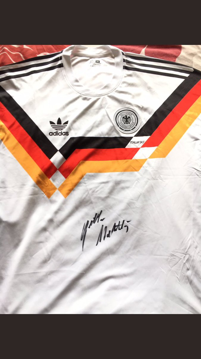 @Bundesliga_EN I have this shirt signed by one of my heroes, @LMatthaeus10 😃 #TagDerHandschrift https://t.co/mzGF9xDDyW