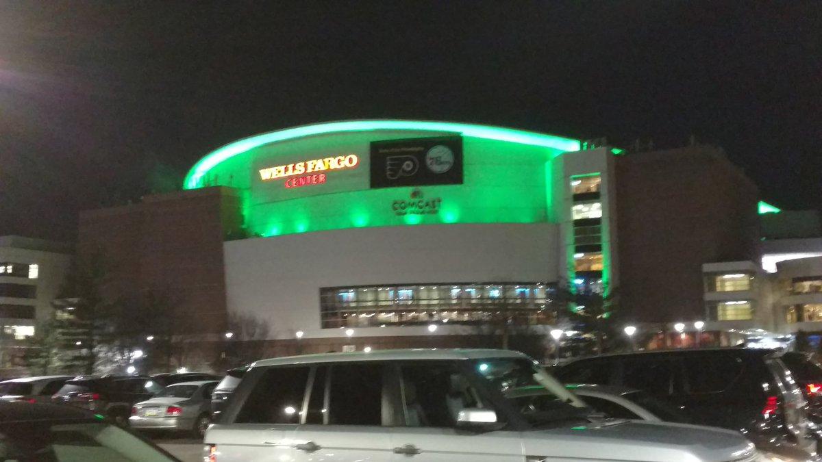 RT @David_Malandra: The @WellsFargoCtr lit up in #Eagles Green #FlyEaglesFly #SBLII https://t.co/JImQ5l5XEY