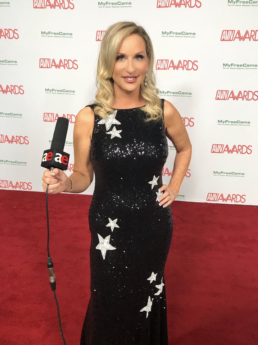 Ok folks, it's GO TIME! Interviewing on the #redcarpet for