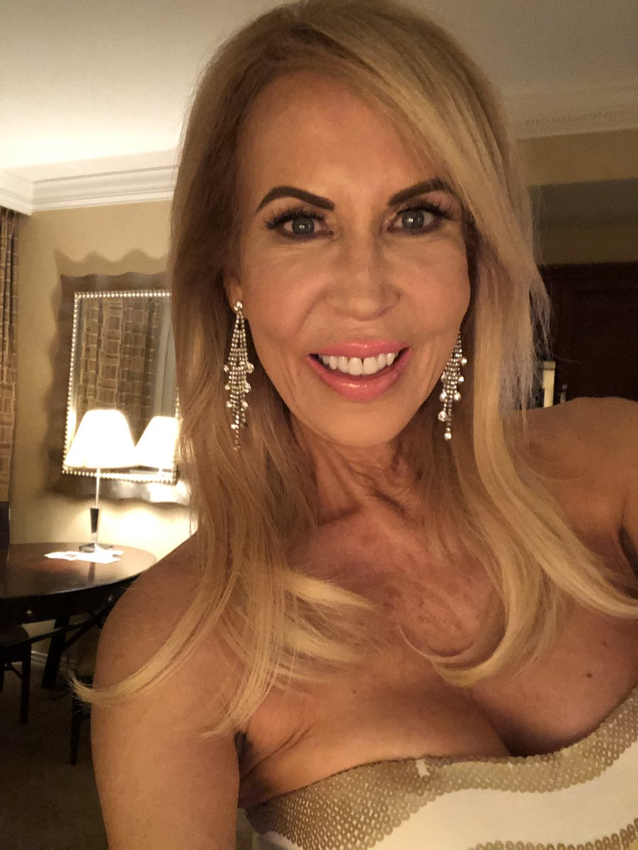 Time to head out for #AVNAwards #AVN2018 pRxILen2Qc