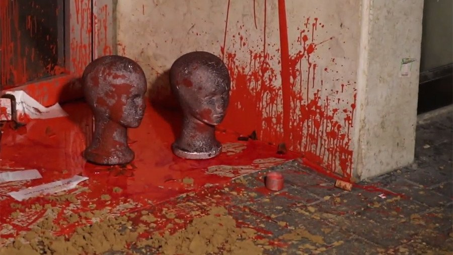 Severed doll heads left at Tel Aviv immigration office in anti-deportation stunt (VIDEO)