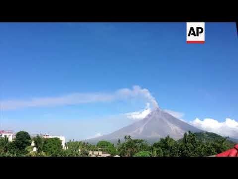 Timelapse video of Philippines' volcano spewing lava