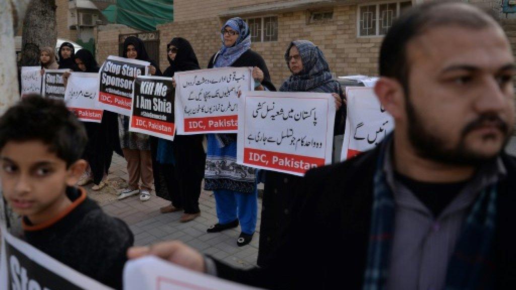 Bomb kills eight Shiites in NW Pakistan