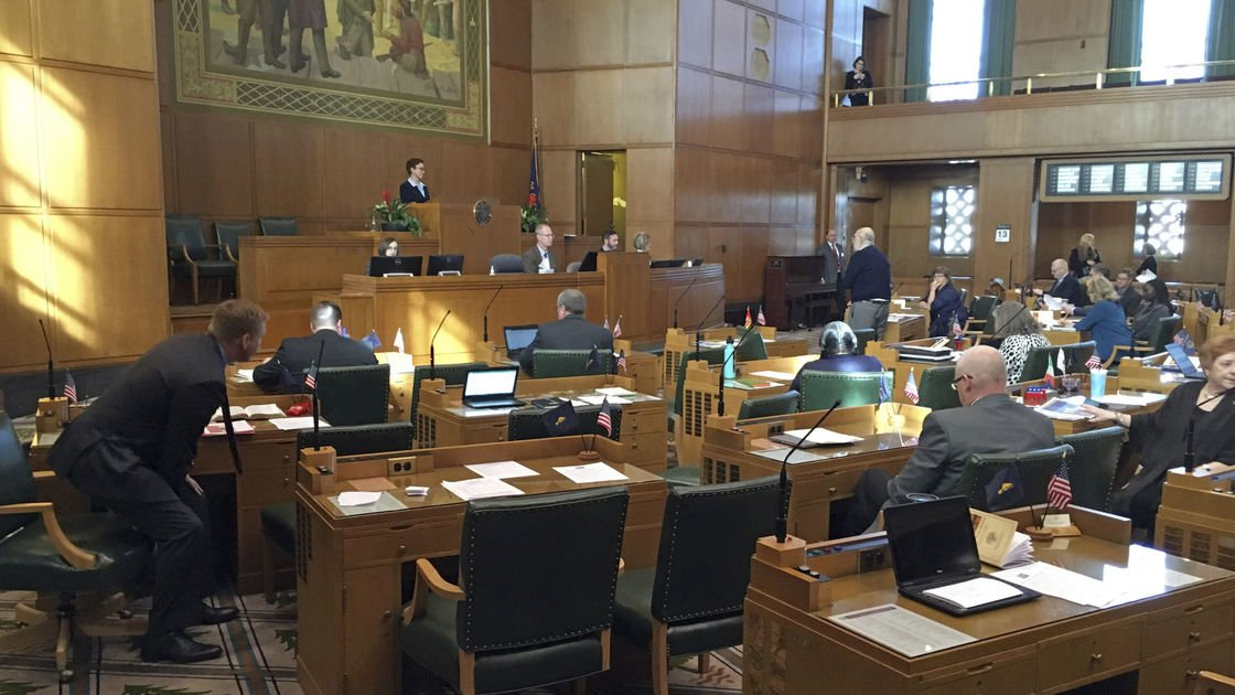 Oregon state lawmakers vote on making health care a right
