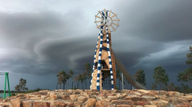 Lightning shuts beaches as Perth says goodbye to summer