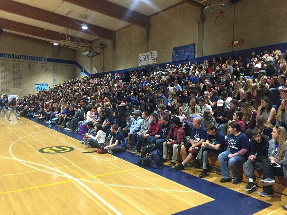 More than 600 students gathered today for a Respect Rally at Yosemite High School in Oakhurst. #ChooseToInclude https://t.co/LLNt3GReda