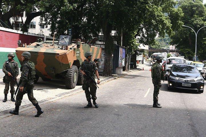 @BroadcastImagem: Tropas do Exército já patrulham as ruas do Rio, incluindo entorno do Palácio Guanabara. Fábio Motta/Estadão