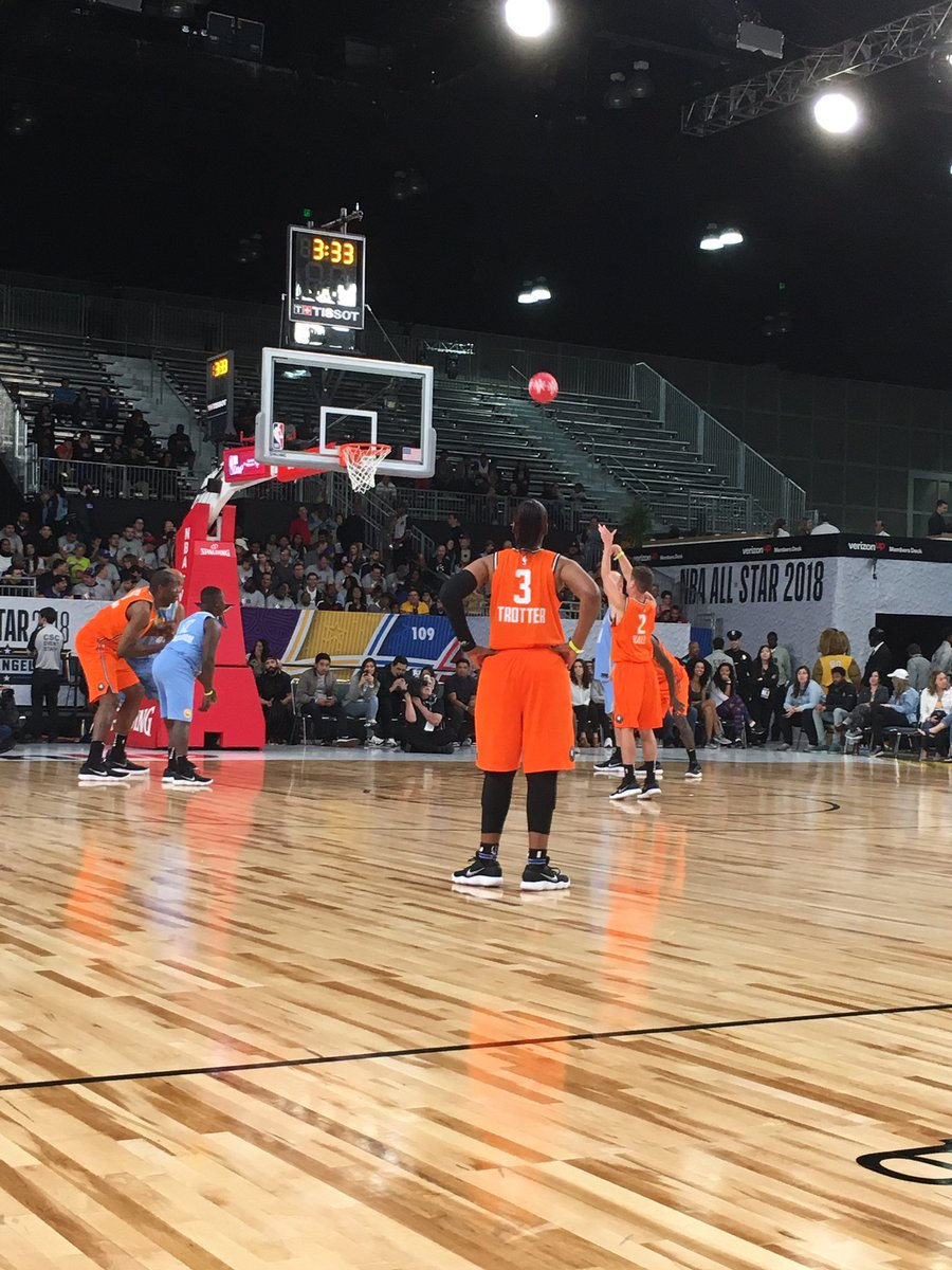Robert at the line for the Stars! #NBAAllStar  #PlayUnified https://t.co/hCw9978Exf