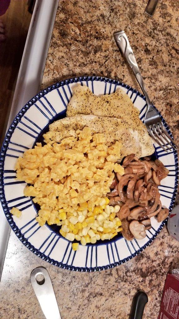 Tonights dinner, lemon chicken, corn, macaroni, onions mixed with fresh mushrooms. https://t.co/HMhcOV5fg5