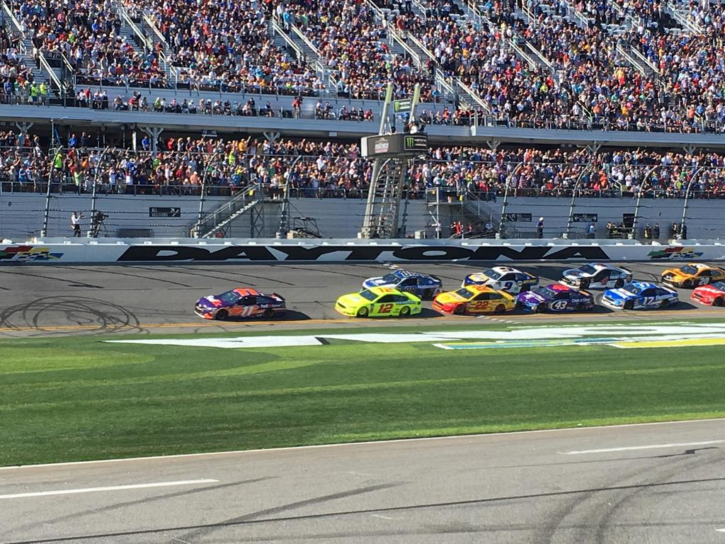SPEEDWEEKS LIVE: Daytona 500 gets interesting in a hurry