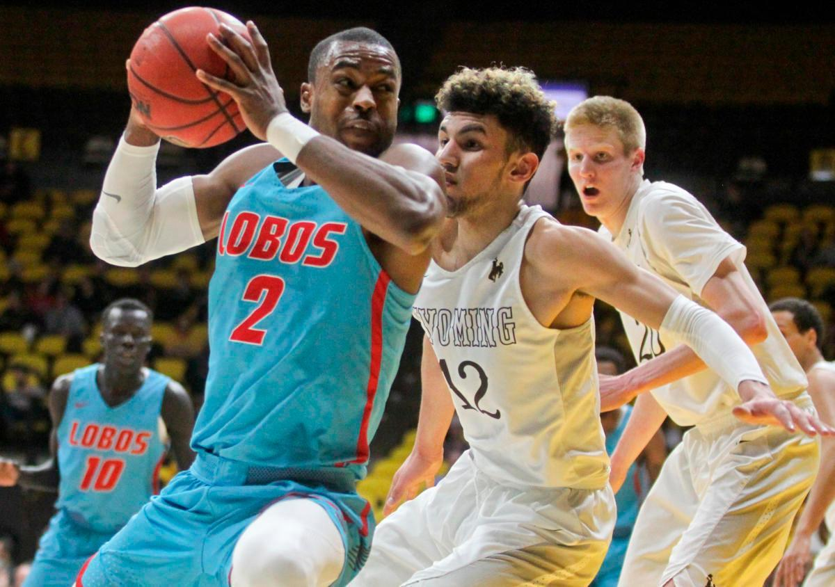 Lobos score 119 points in wild road win over Wyoming