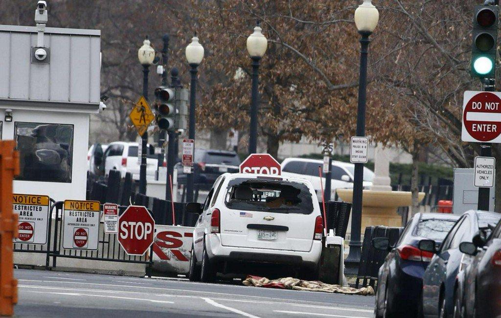 test Twitter Media - Vehicle strikes White House barrier, driver apprehended https://t.co/F4GXbmwzdI https://t.co/Cr4tbeqAMq