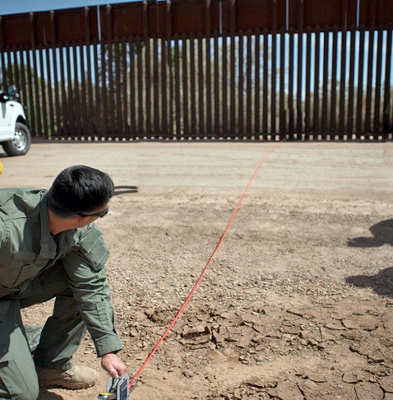 Questions surround Trump's 1st wall contract
