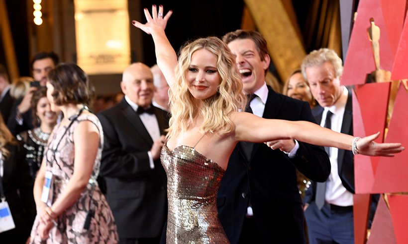 Jennifer Lawrence really let loose at the 2018 Oscars!