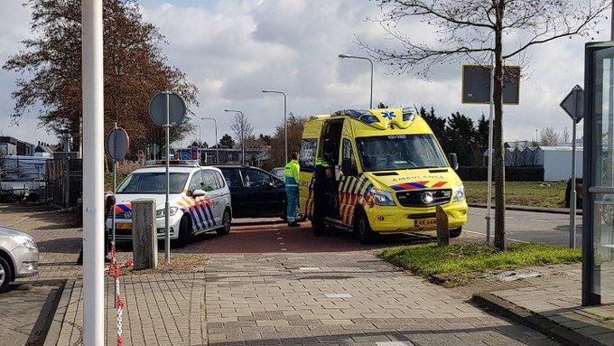 Honselersdijk Aanrijding letsel Nieuweweg Fietser / auto. Vrouw licht gewond in ambulance. https://t.co/KlXHIbpXoo