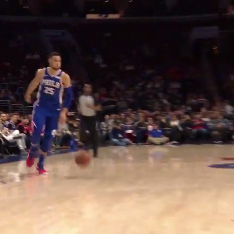 Ben Simmons gets fancy with the dribble and dime! ��  #HereTheyCome https://t.co/0Mg4dEWapg