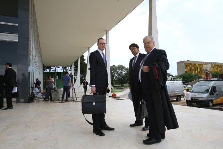 @BroadcastImagem: Advogados da defesa do ex-presidente Lula chegam ao STF para julgamento de habeas corpus. Dida Sampaio/Estadão