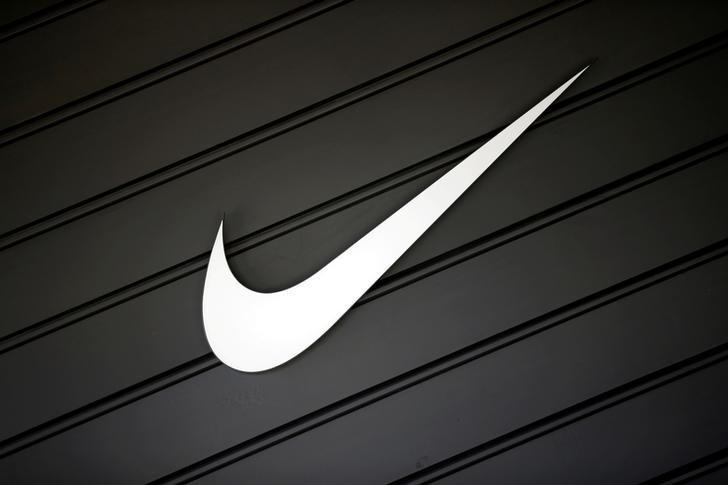 Nike tops revenue, profit estimates on strong global sales https://t.co/4wHkEQBevL https://t.co/rHQWGhcYww