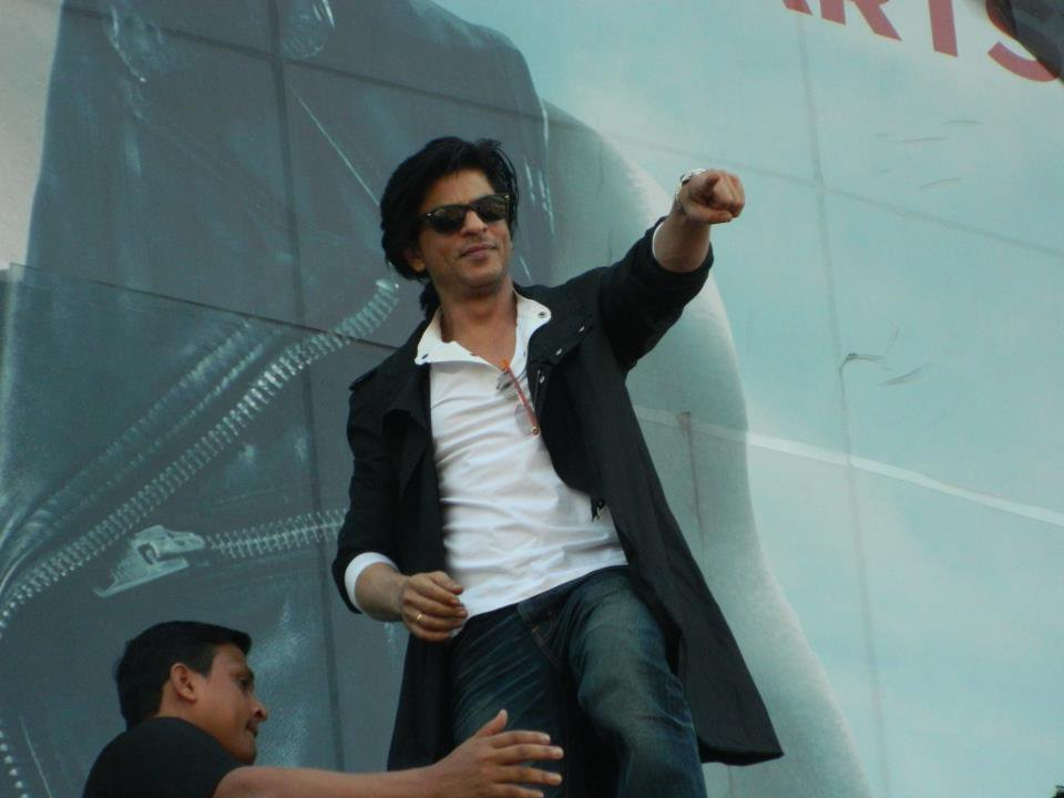 RT if you wanna see the tag on top! SRK 34 MILLION https://t.co/nm5YJrWbk7