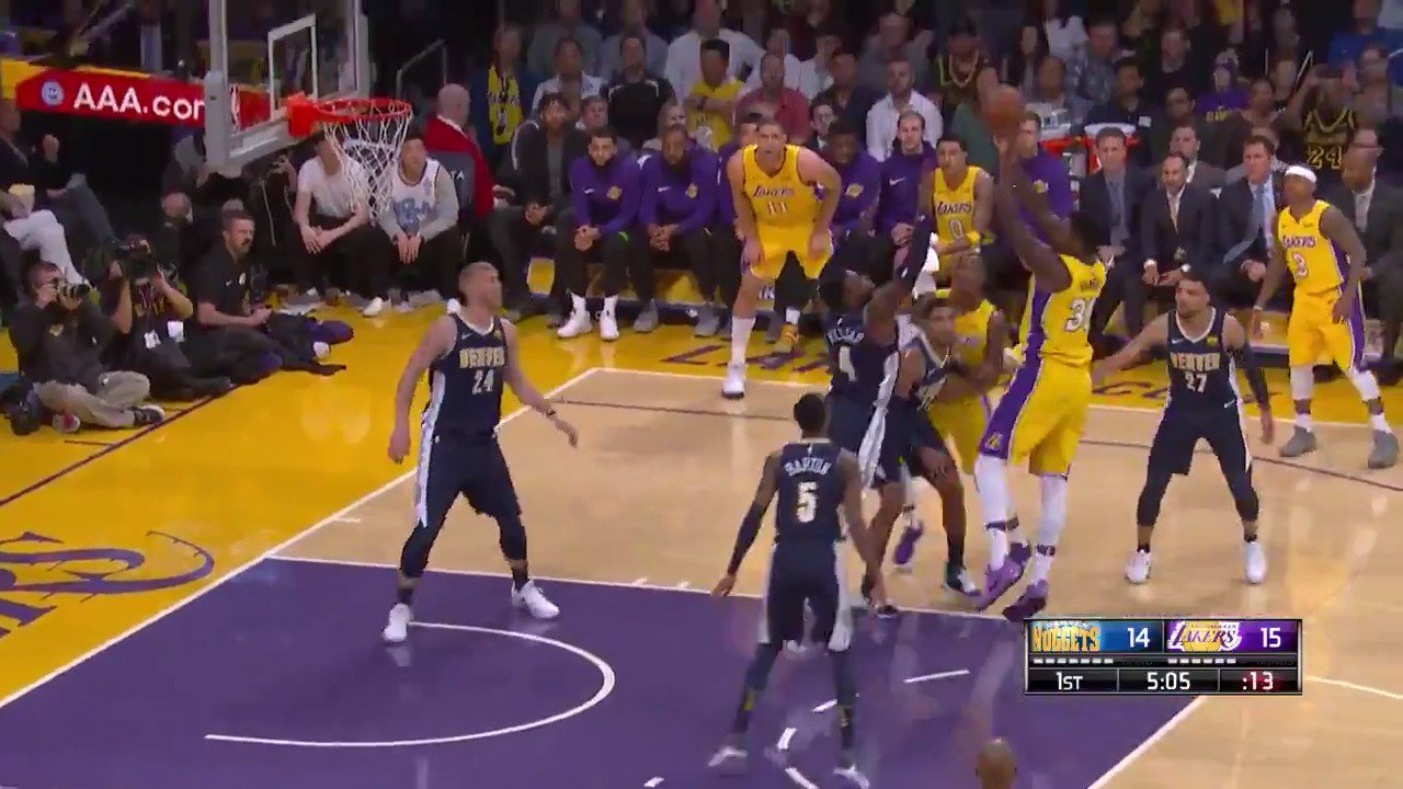 Julius fades for the jumper!  @Lakers lead by 5 in Q1 on @NBATV.  #LakeShow https://t.co/dSfu7Fvy67