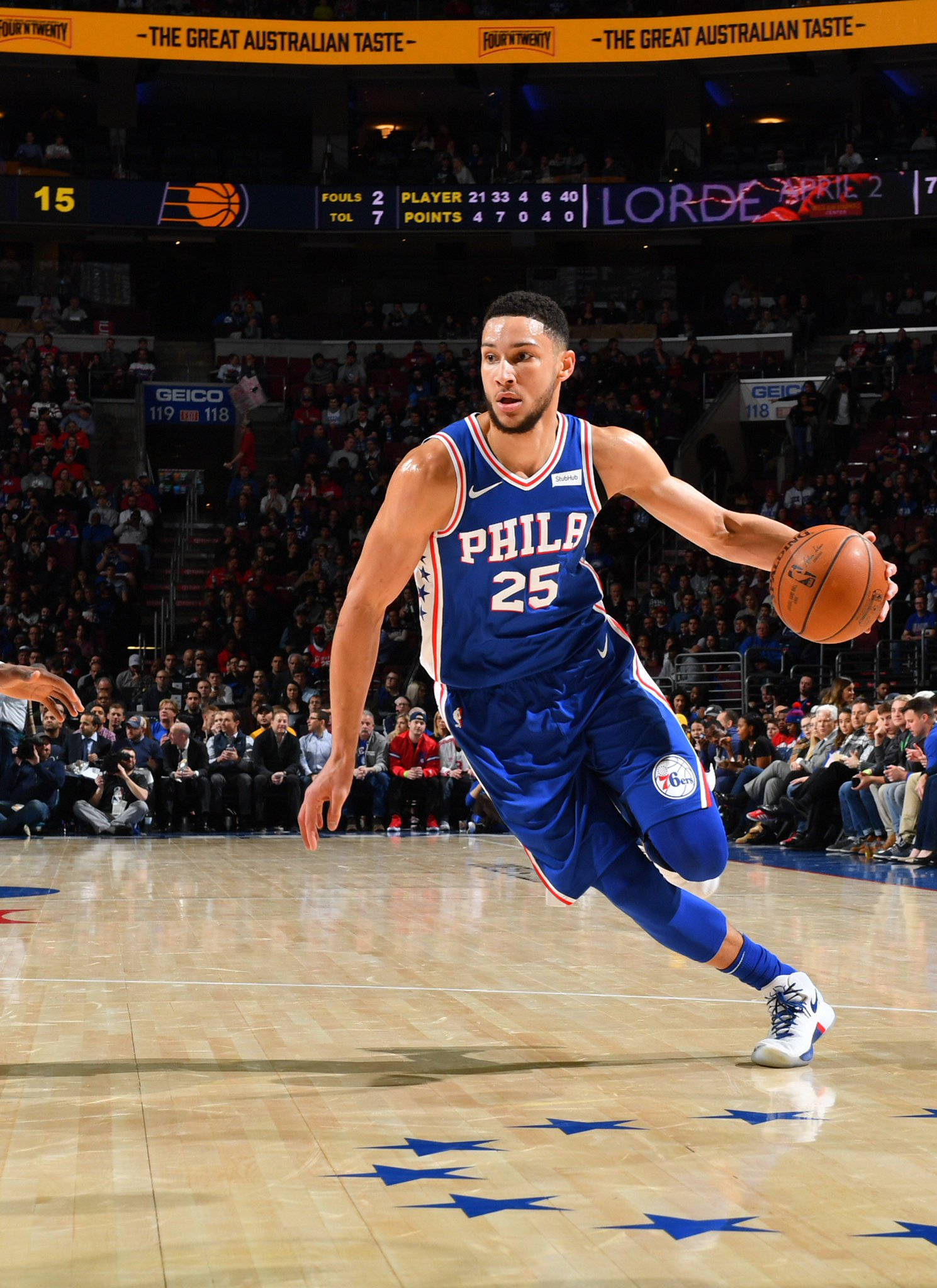 #TripleDoubleWatch   Simmons with 10 points, 9 boards, 8 dimes!  4:13 left in the 3rd #HereTheyCome https://t.co/k43vt3IXE5