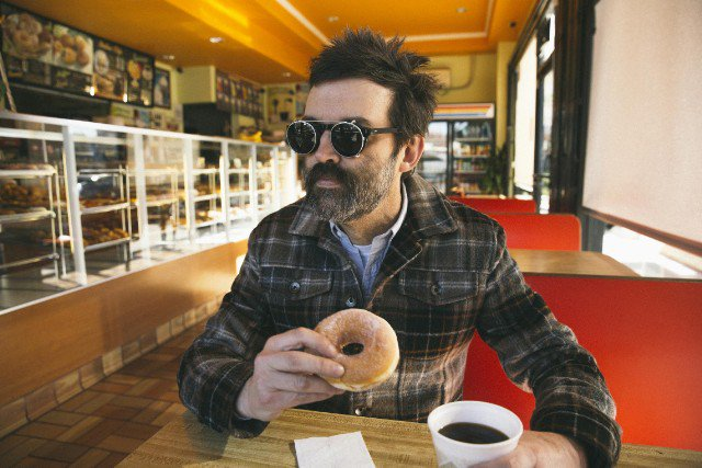 Check out @The_Eels' new single 'Premonition,' a gorgeous love song about death https://t.co/twTMHEz7Yb https://t.co/rcyICRaEJP