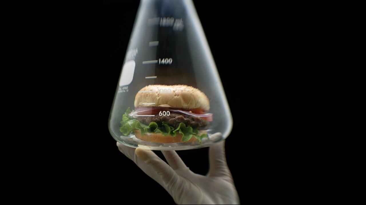 It looks and tastes like meat, but it was grown in a lab: https://t.co/41XUECYEwI https://t.co/t3pMH33Ffp