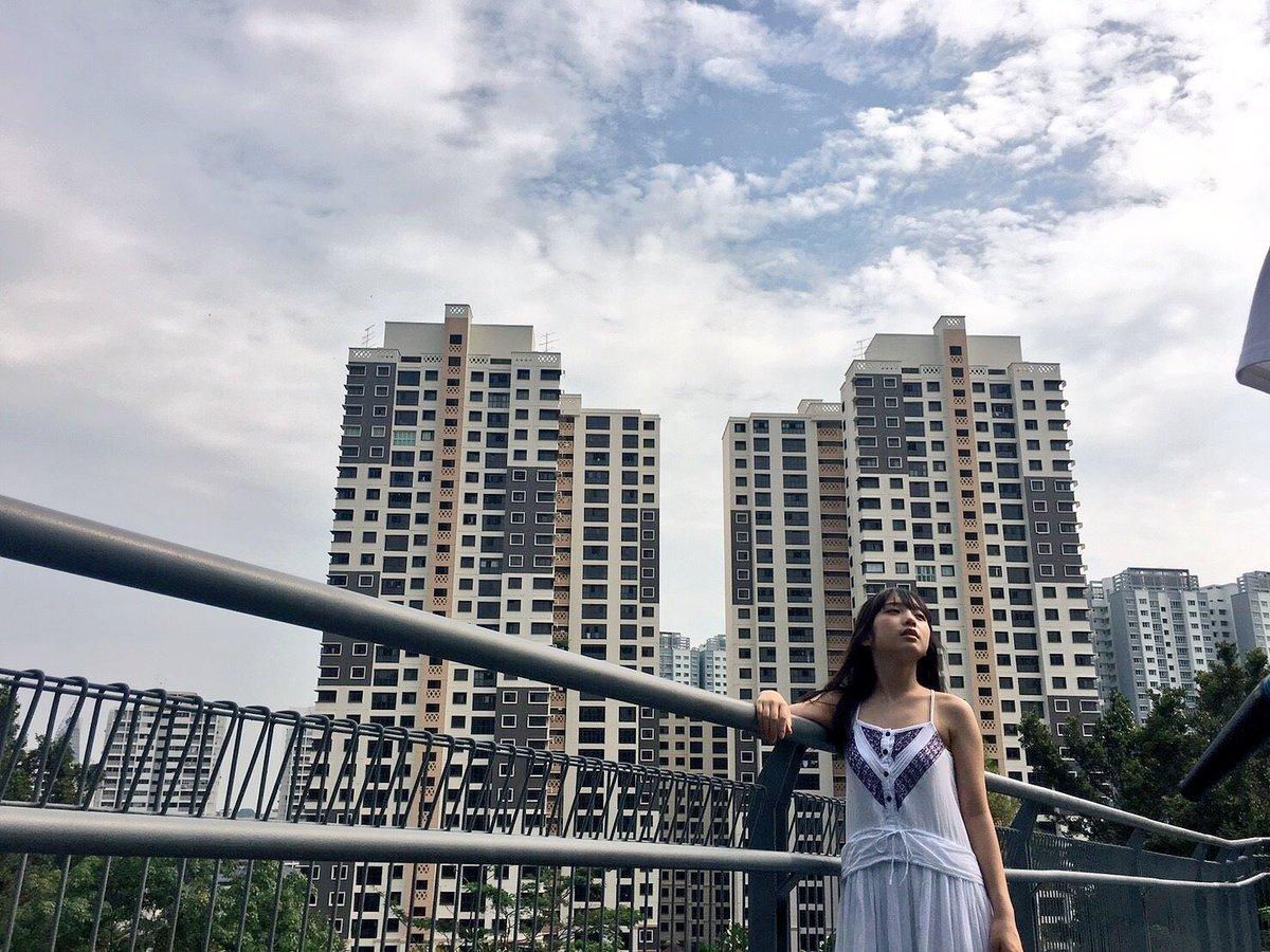 シンガポールのビルディングと、森。 不思議な光景です。  #与田祐希 #与田ちゃん #日向の温度 #シンガ...