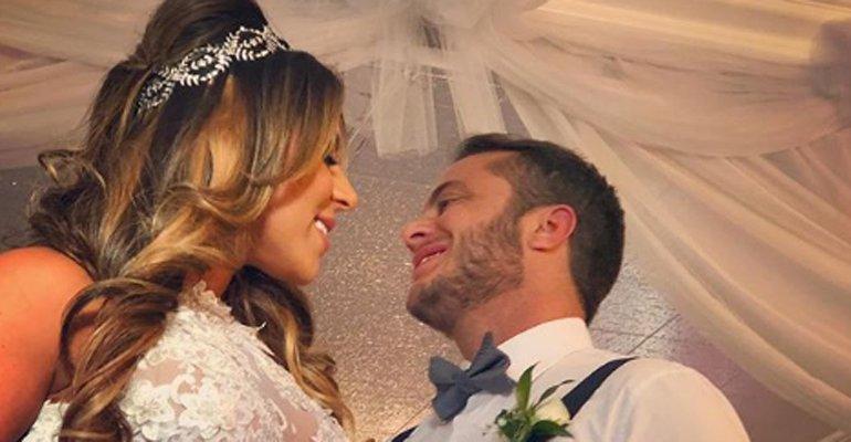 Andressa Ferreira. Foto do site da Caras Brasil que mostra Thammy Miranda compartilha foto no altar após casamento com Andressa Ferreira