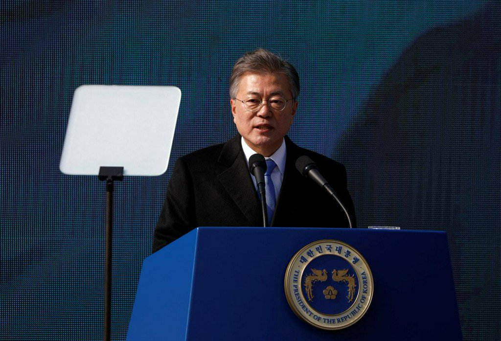 South Korea's Moon says three-way summit with North Korea, U.S. possible https://t.co/u9IFs1sy9r https://t.co/SWou9lOBLd