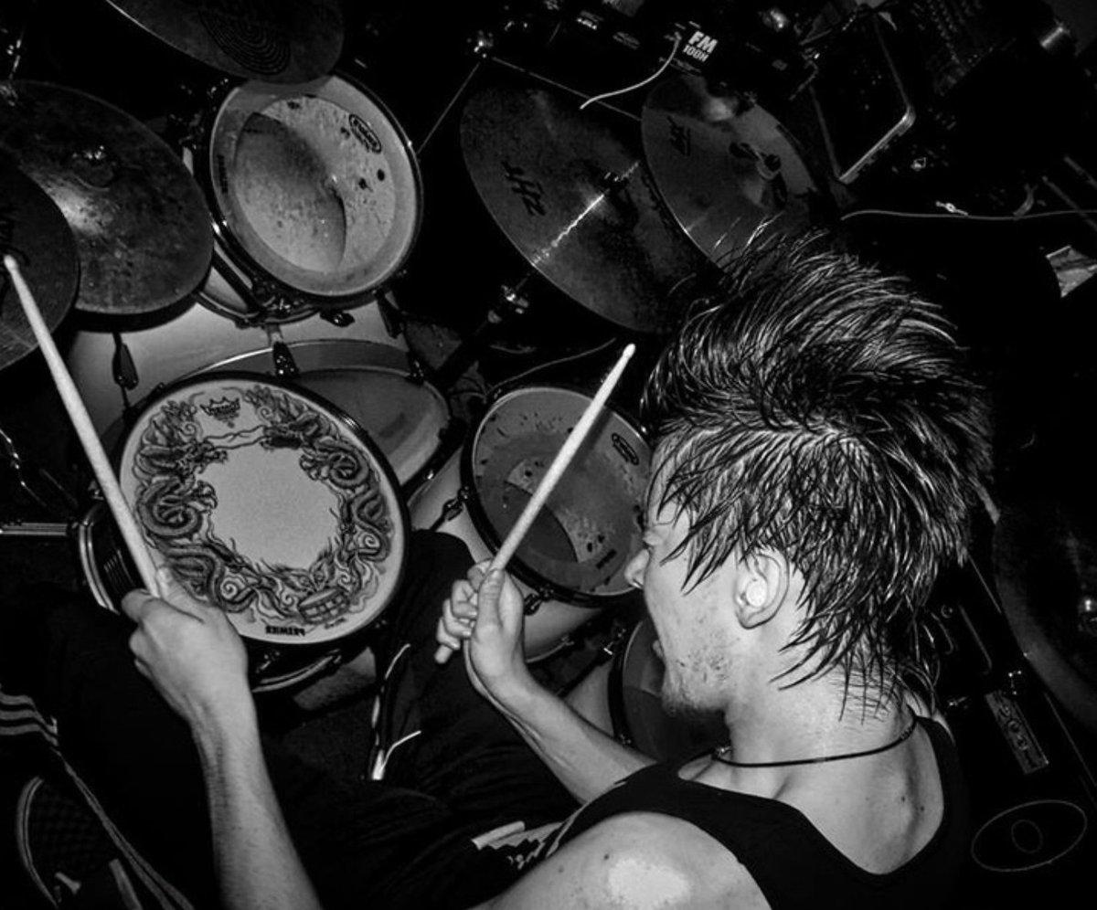 Post a photo of a musician playing an instrument: https://t.co/TMVdjFsmF1 https://t.co/hoiGb0jtp6