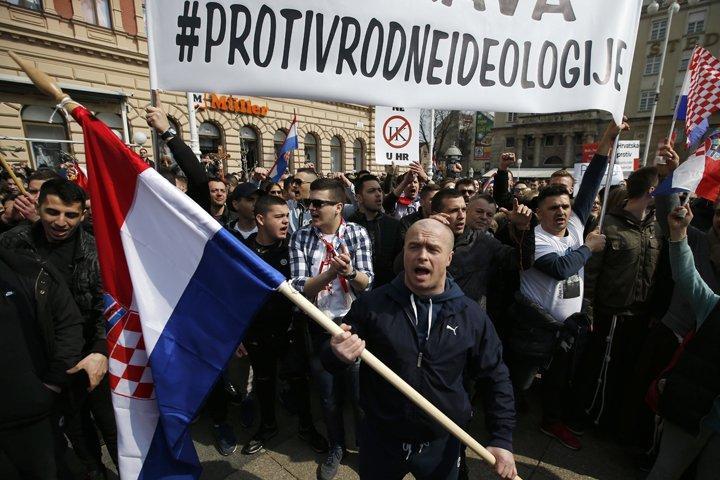 @BroadcastImagem: Conservadores protestam contra evento que defende direitos LGBTs na Croácia. Darko Vojinovic/AP