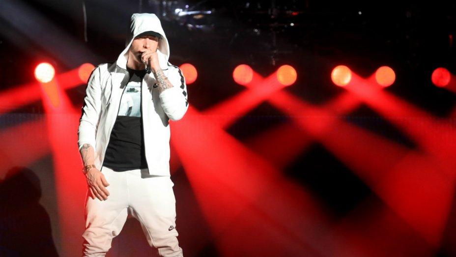 .@Eminem brings out @drdre, @50cent during fiery #Coachella headlining set https://t.co/IhAulovGdU https://t.co/OqxcsOEVlI