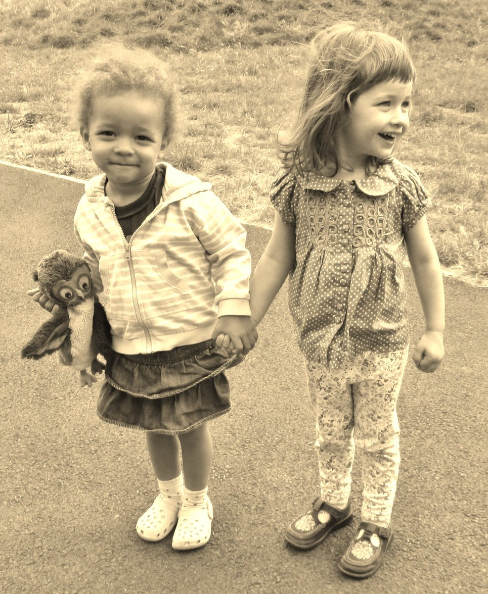 RT @IfiwereQueen: Think I will tweet pictures of my granddaughters tonight until #riversoflove is trending. https://t.co/syzVY76e9Y