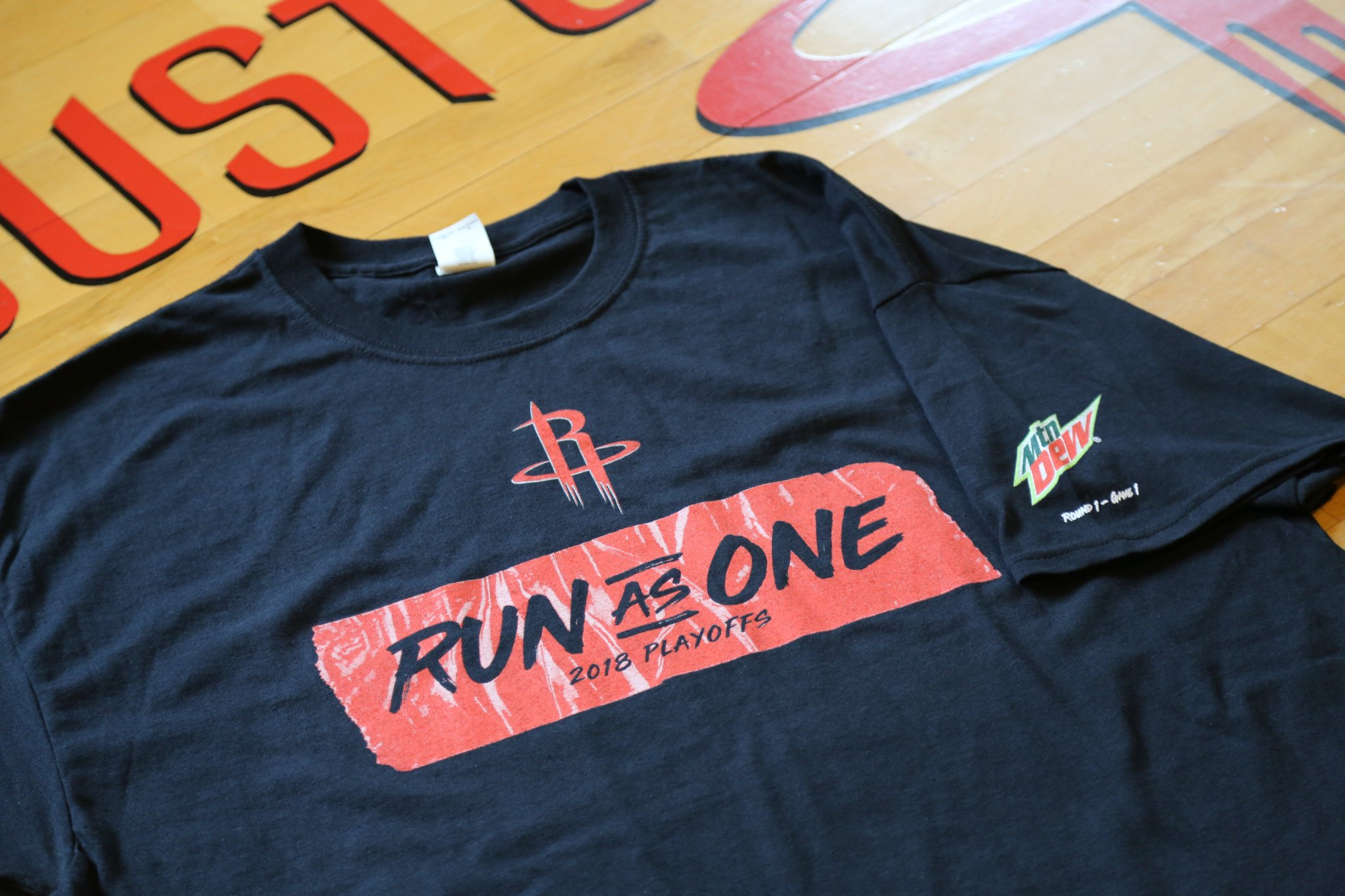 All fans attending the game tomorrow will receive this #RunAsOne t-shirt courtesy of @MountainDew! �� https://t.co/5cph81GtiL