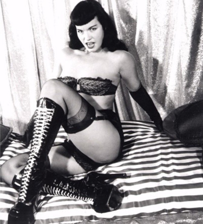 Saturday night... time to put your best boot forward 🔥🖤 #bettiepage #boots #fetish #domme #pinup #vintage