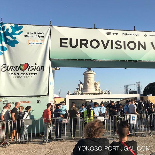 test ツイッターメディア - リスボンではただいまユーロビジョンが開催されています。各国の代表者が年に1度開催されるこの音楽コンテストで自らの楽曲を披露し優勝を狙います。過去の優勝者で有名どころは、ABBAやセリーヌ・ディオンなどがいます。 #リスボン #ポルトガル https://t.co/qzfugRgJL7