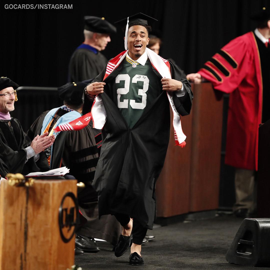 Packers' 1st-rounder @JaireAlexander graduated while rocking his new jersey underneath his gown �� https://t.co/76axJgSMDX