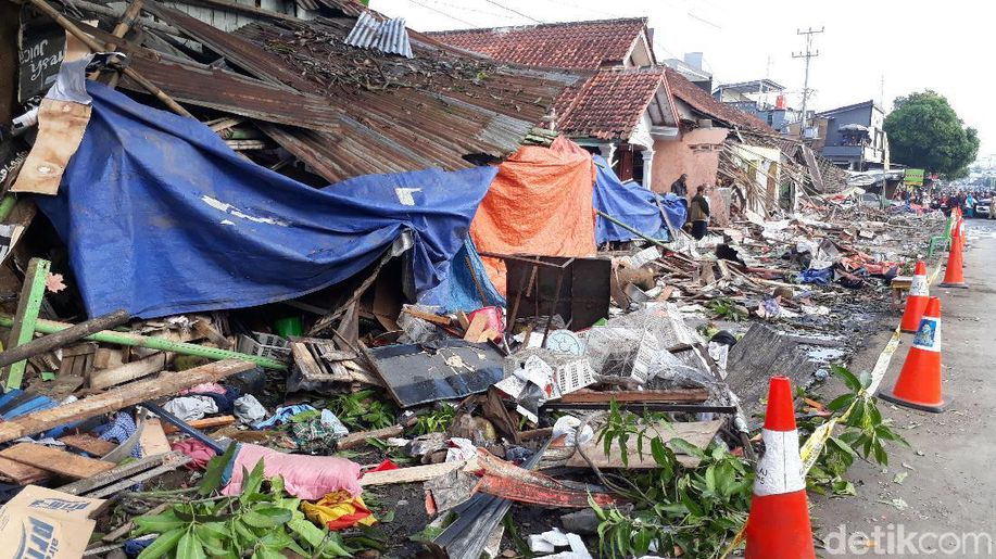 Bupati Brebes: Pemilik Usaha Harus Ganti Rugi Rumah Ditabrak Truk https://t.co/CfCKVwt5tP https://t.co/sYgEJl1n4d