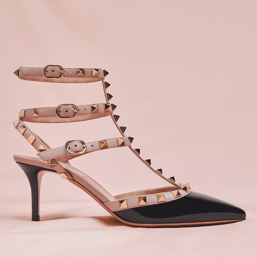 In step with the iconic Valentino Garavani # #Rockstud ankle strap shoes. https://t.co/Nqy1KTT7fm