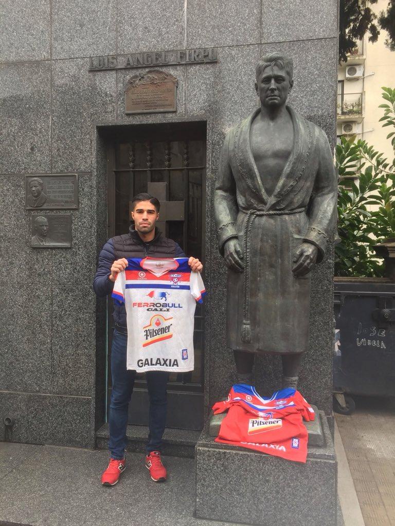 """RT @rodridebrito: Vine a dejarle SU camiseta a este """"Toro salvaje de Las Pampas"""" Luis Ángel Firpo 🔴⚪️🔵 https://t.co/HXJm7yODzK"""