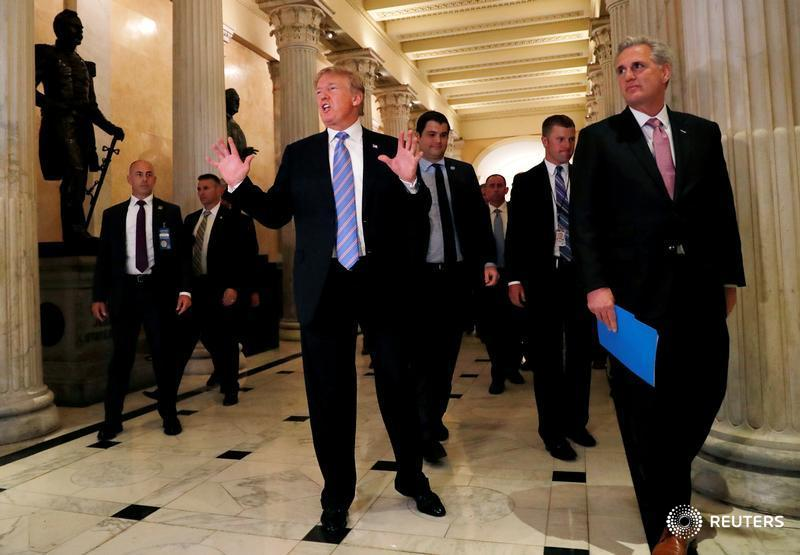 Donald Trump says he would back both U.S. House immigration bills https://t.co/xXr2A8ZsQl https://t.co/QtRQlWEu1c