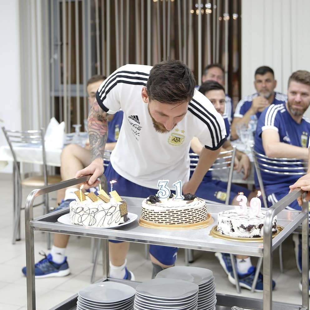 ¡#FelizCumpleaños capitán Leo Messi! 🎂👏