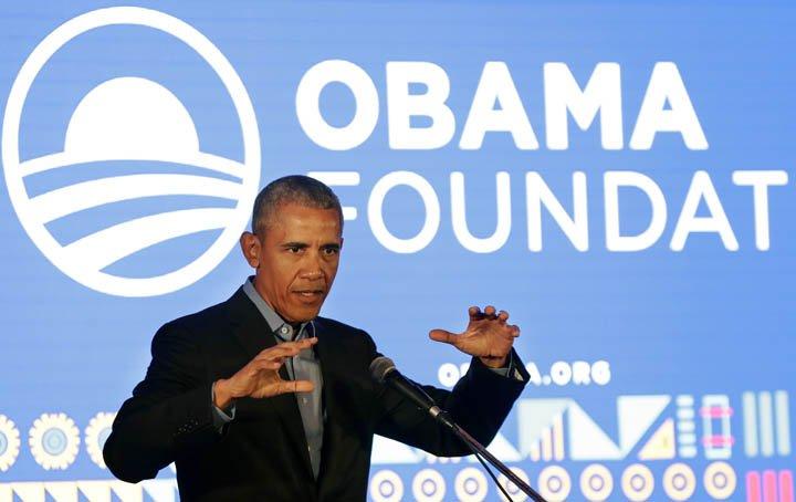 @BroadcastImagem: Obama discursa durante evento em sua fundação em Joanesburgo. Themba Hadebe/AP